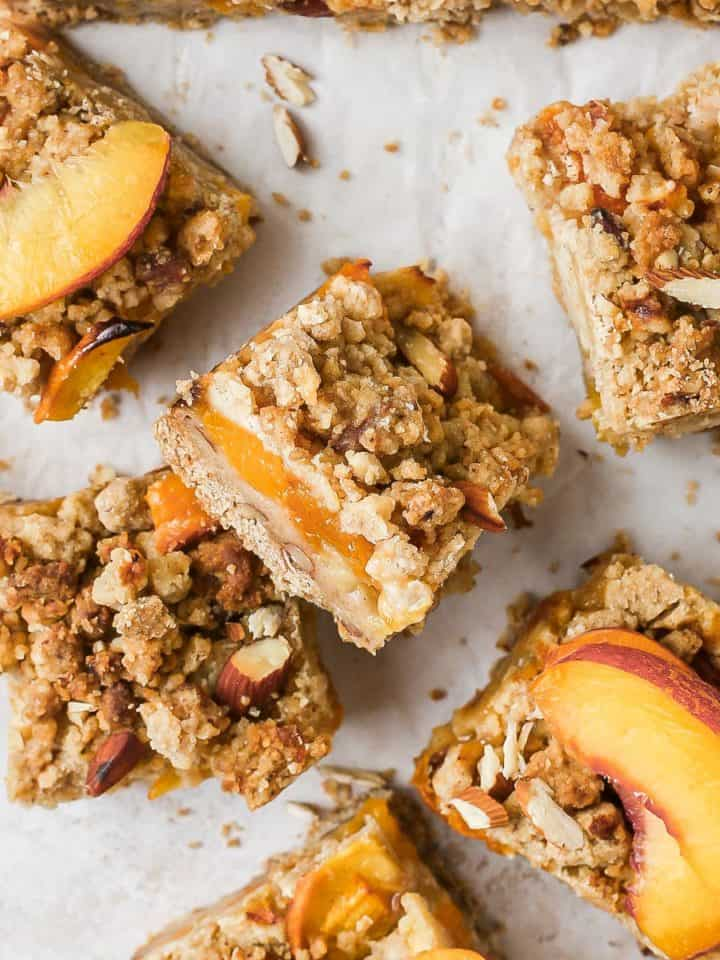 Crumble slice with peach filling