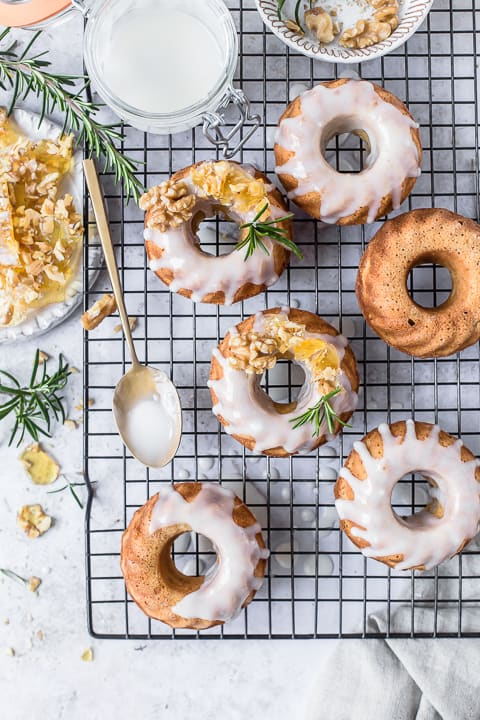 Walnut Pralin Mini Bundts