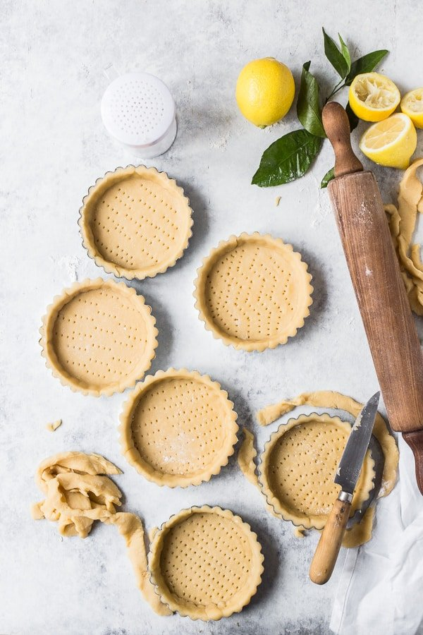 Min tart cases filled with pastry